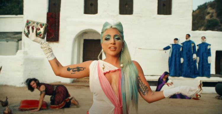 Lady Gaga vive ilusão traumática em clipe de