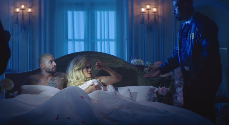 Jennifer Lopez e Maluma vivem trama policial em clipe duplo de
